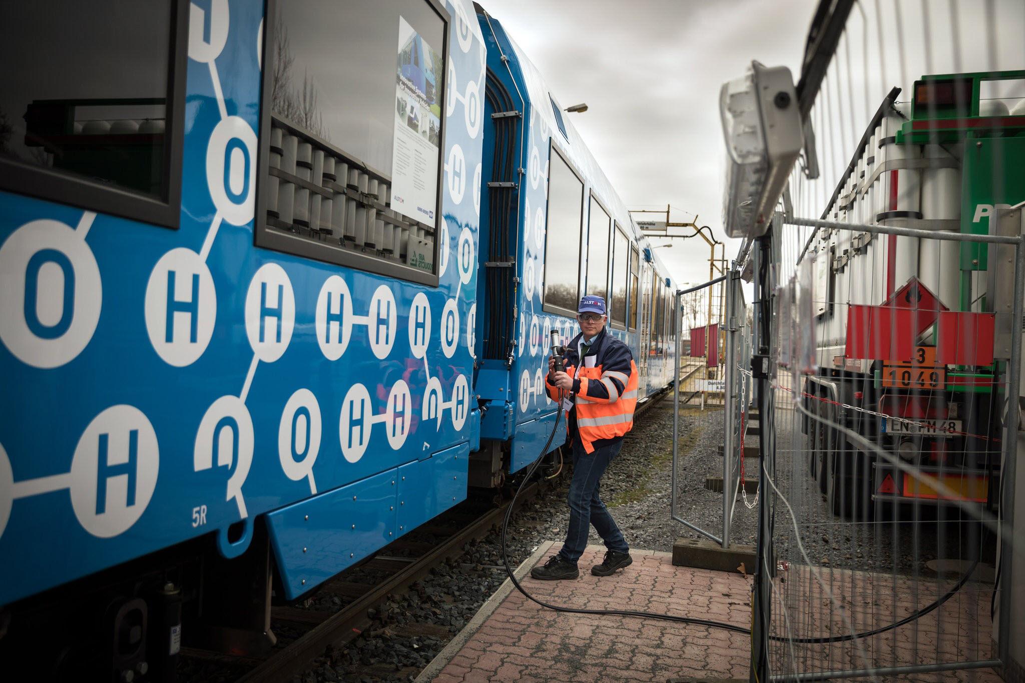 Refueling Hydrogn iLint Train