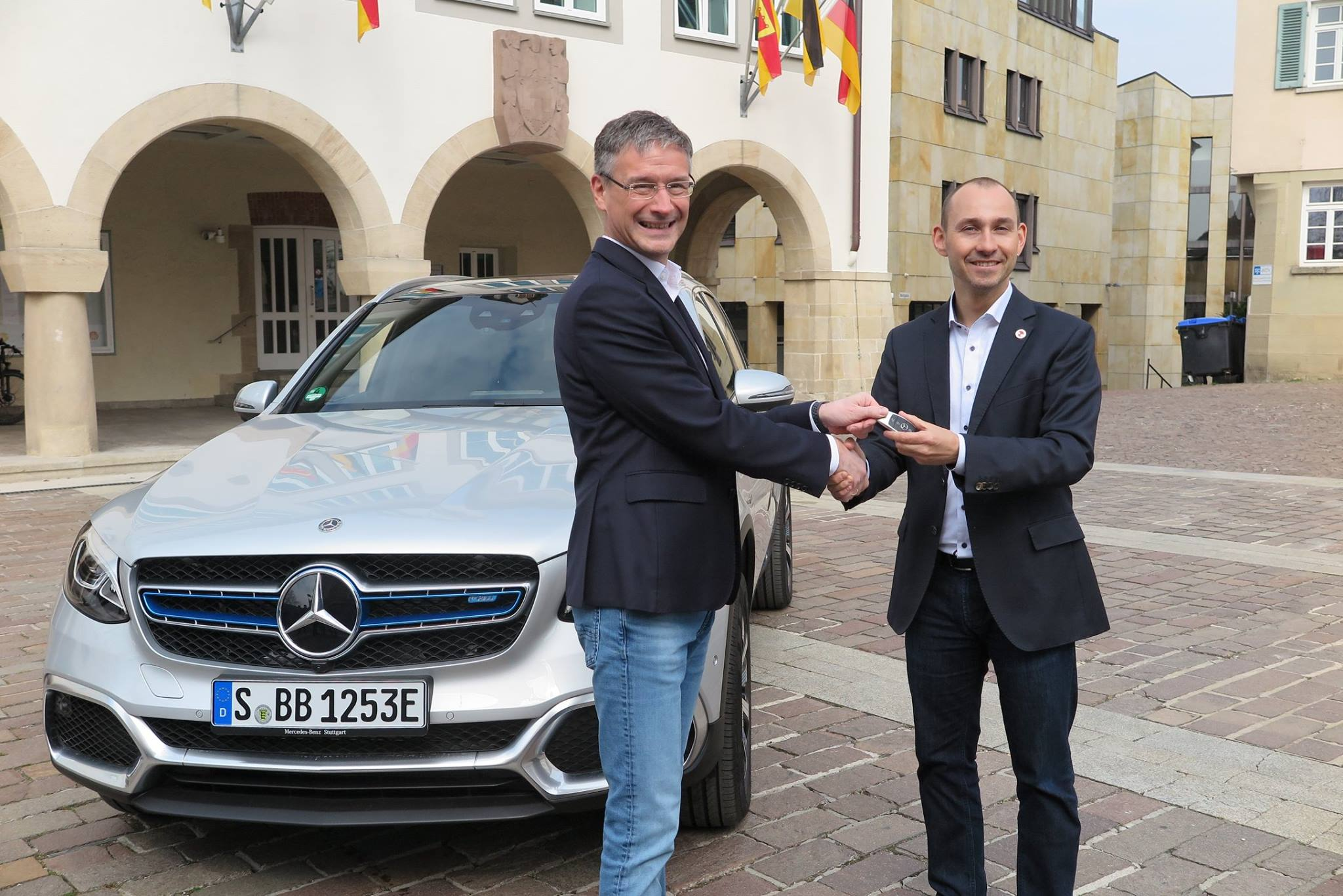 B%C3%B6blingens Lord Mayor Receives Mercedes Fuel Cell Car