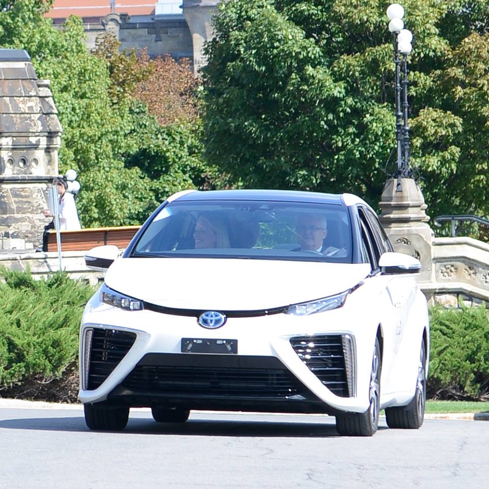 Canadian Ministers Test Drive a Mirai Fuel Cell Car on Parliament Hill 2