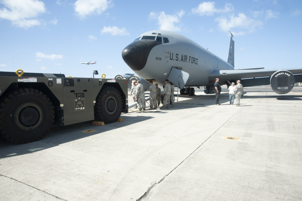 Aircraft Tow Tractor Using Hydrogen Fuel Cells 2