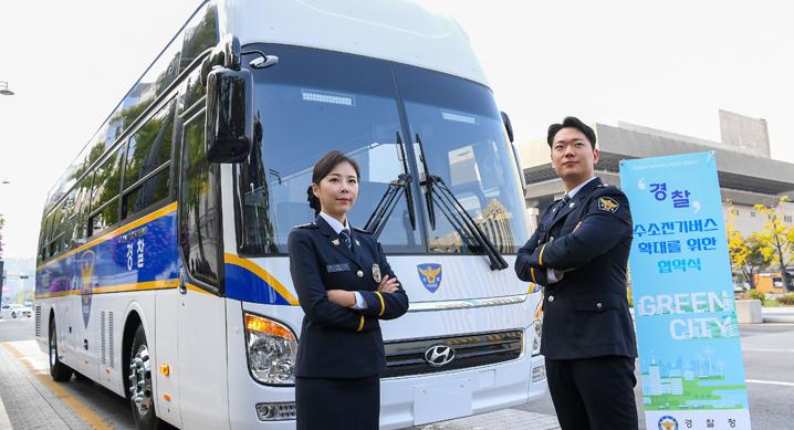 Hyundai Police Bus 2