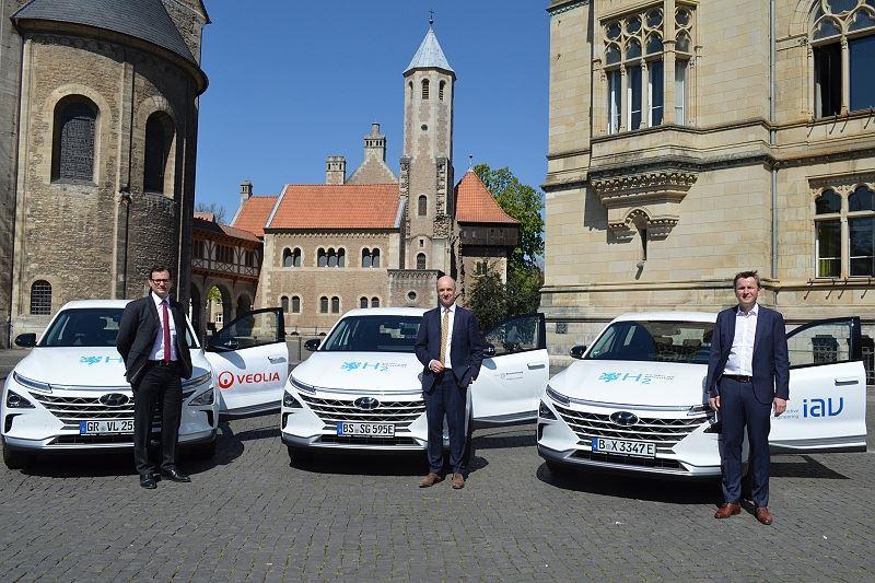 City of Braunschweig Veolia and IAV Test Hydrogen Fuel Cell Vehicles Insert