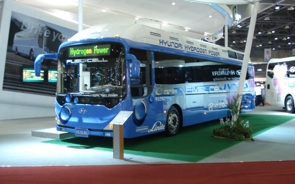 hyundai history fuel cell technology bus 01 1610