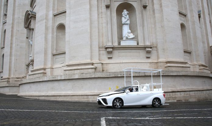 A hydrogen popemobile for His Holiness Pope Francis 4 696x416 1