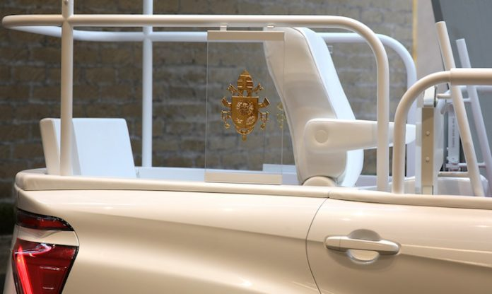 A hydrogen popemobile for His Holiness Pope Francis 6 696x416 1