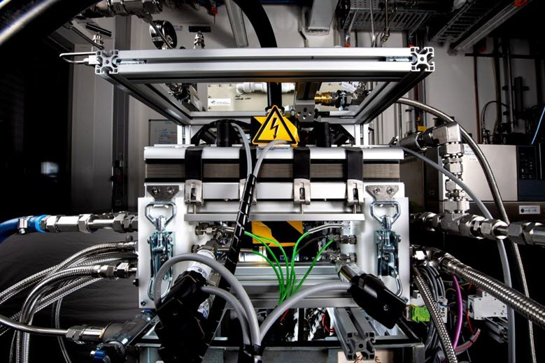 DLR Fuel Cell Engine