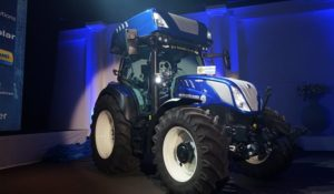New Holland Hydrogen Tractor 1