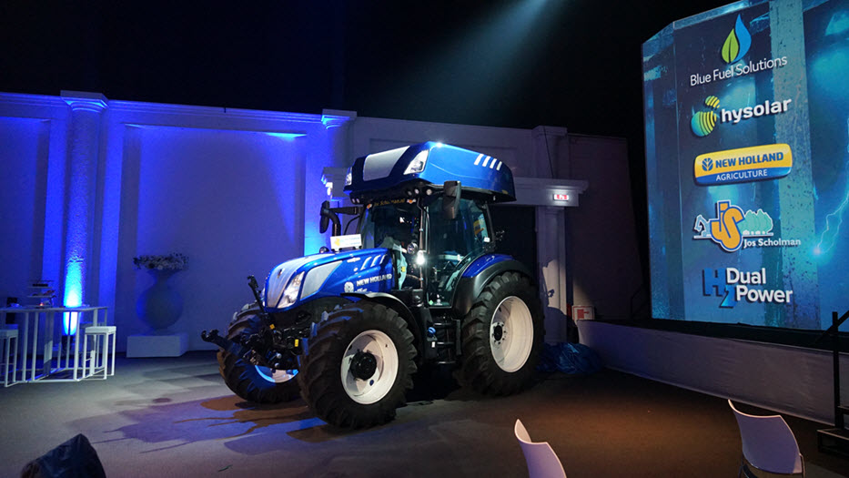 New Holland Hydrogen Tractor 2