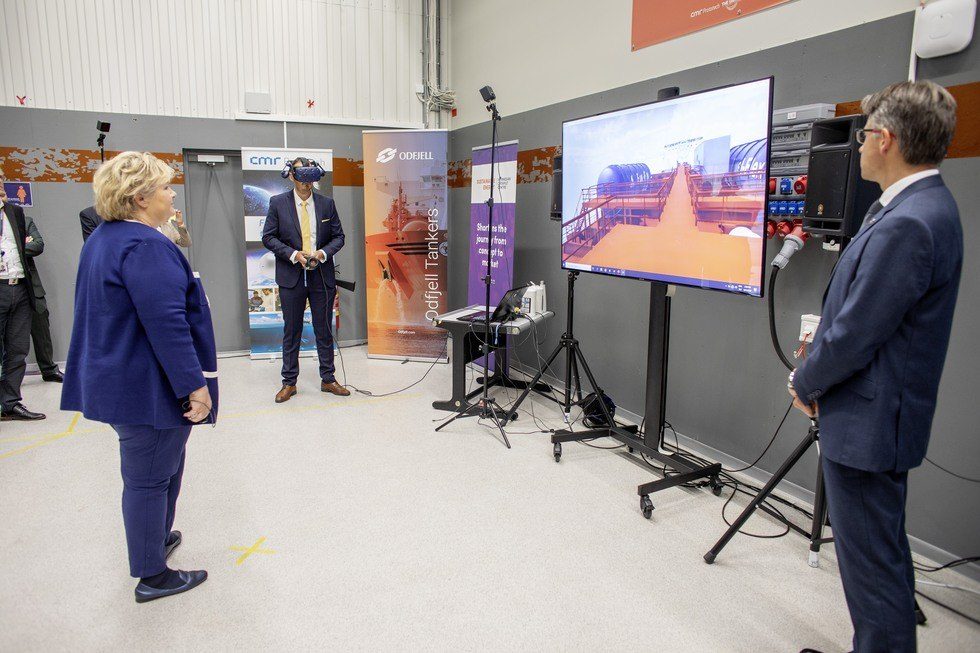 odfjell presents fuel cell to prime minister erna solberg foto sustainable energy catapult center