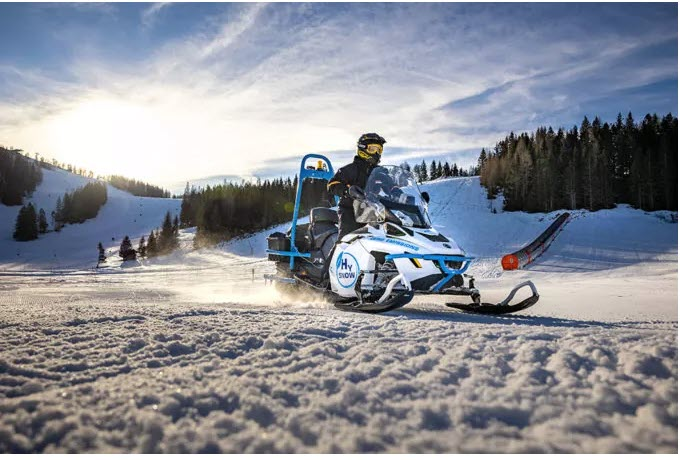 Rotax Hydrogen Snowmobile Lynx HySnow Riding the Slopes for the First Time