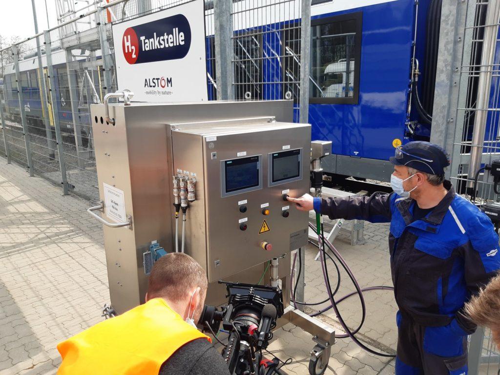 Media interest in hydrogen filling process 41