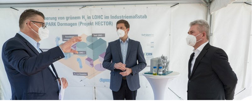 NRW Minister of Economic Affairs Pinkwart Visits Hydrogen Lighthouse Project in Dormagen