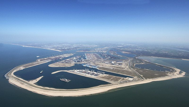port of rotterdam positions itself as the port of the future and a hydrogen gateway of europe