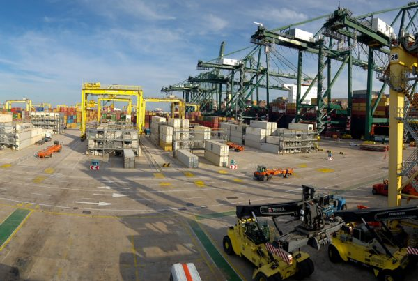 the hydrogen reach stacker within the framework of the h2ports project is in full development at hyster