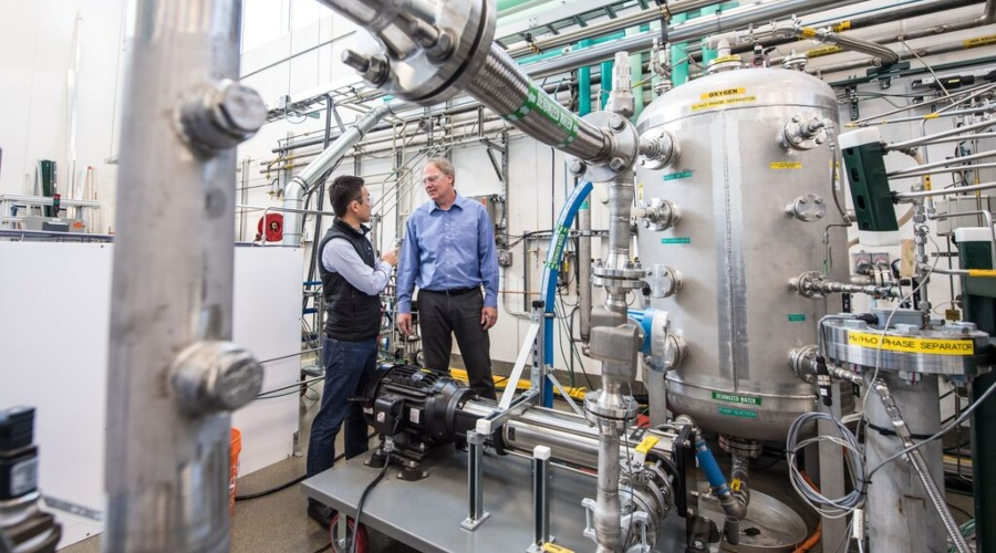 Fuel Cells Works, DOE Recognizes Multiple NREL Hydrogen Researchers At 2021 Annual Merit Review Awards