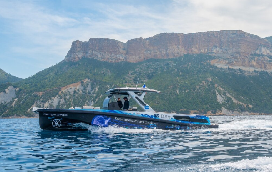 fuel cells works, HyQube Provides Fuel For HYNOVA Yacht