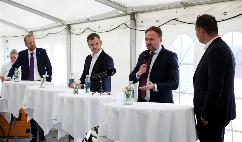 fuel cells works, Minister Of Climate, Energy And Supply Dan Jørgensen Broke Ground On Europe's Largest Power-To-X Plant: The HySynergy Plant In Fredericia